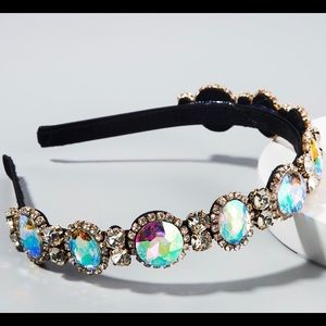 ❤️ CRYSTAL JEWEL HAIRBAND‼️ NEW COLLECTION…